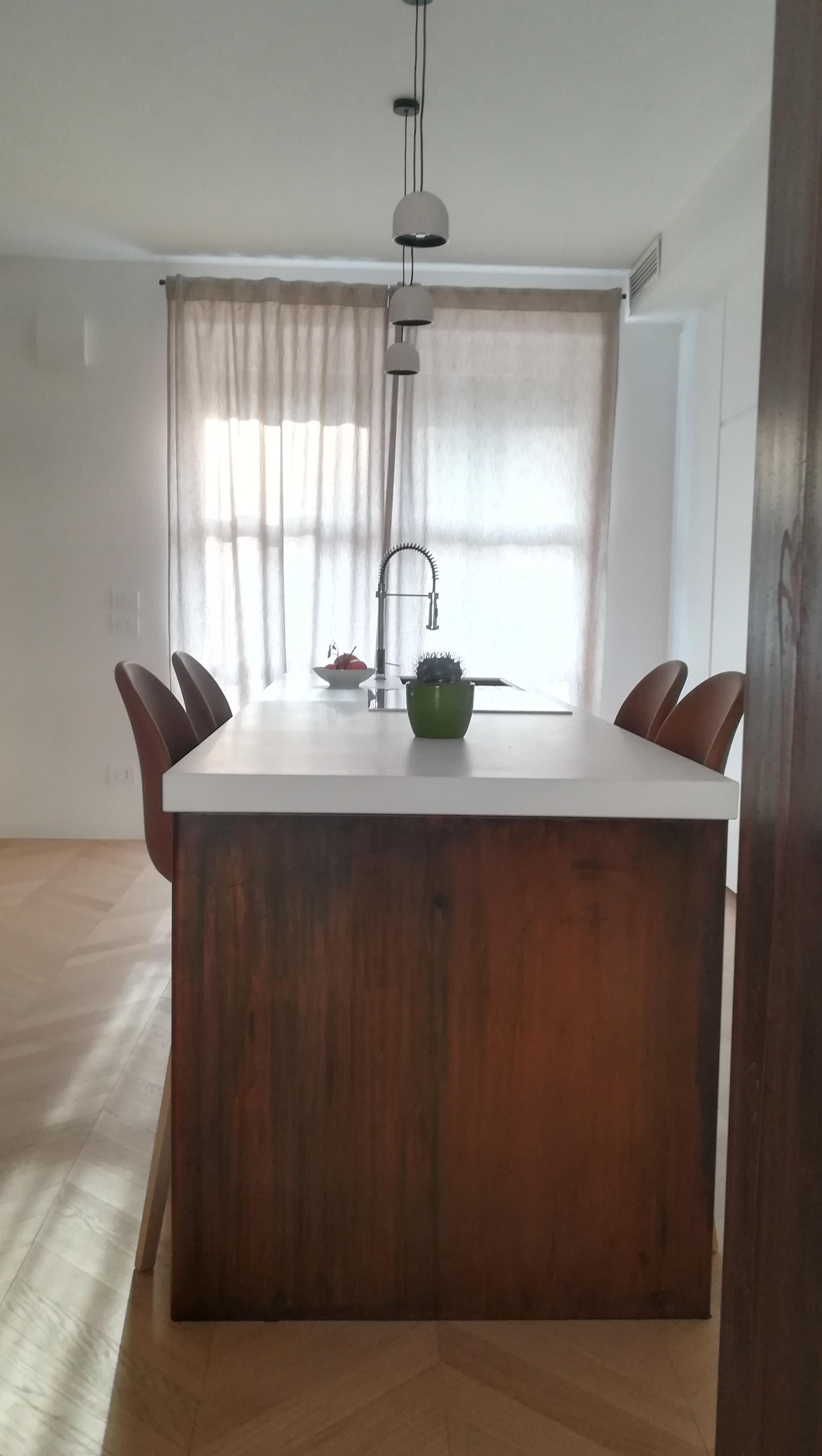 V.T.B. Arredamenti | Cucina con parete attrezzata e isola in ...